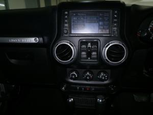 Jeep Wrangler Unlimited 3.6L Sahara - Image 12