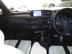 Lexus UX 200 F-Sport - Image 6