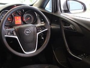 Opel Astra sedan 1.6 Essentia - Image 9