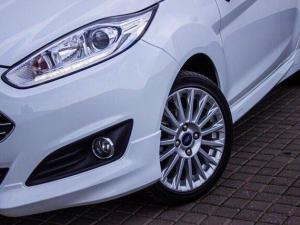 Ford Fiesta 1.0 Ecoboost Titanium 5-Door - Image 3
