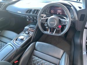 Audi R8 5.2 FSi Quattro S Tronic - Image 10