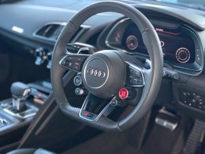 Audi R8 5.2 FSi Quattro S Tronic - Image 12