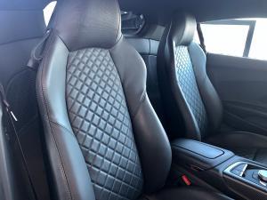 Audi R8 5.2 FSi Quattro S Tronic - Image 13