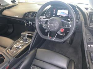Audi R8 5.2 FSi Quattro S Tronic - Image 8