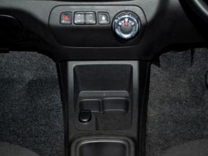 Renault Kwid 1.0 Dynamique 5-Door automatic - Image 24