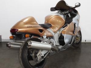 Suzuki GSX 1300R - Image 9