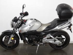 Suzuki GSR 600 - Image 7