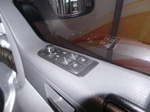 Volkswagen T5 Kombi 2.0 TDi Base - Image 14