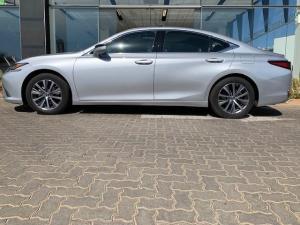 Lexus ES 250 EX - Image 16