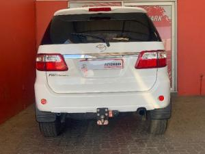 Toyota Fortuner 4.0 V6 automatic - Image 5
