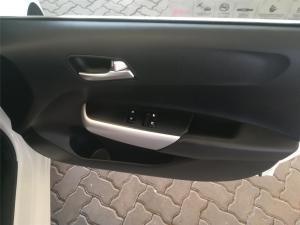 Renault Clio IV 900T Authentique 5-Door - Image 6