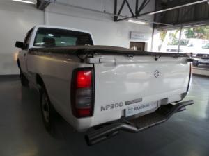 Nissan NP300 Hardbody 2.5TDi - Image 3
