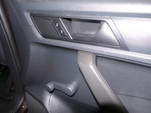 Volkswagen CADDY4 Maxi Crewbus 2.0 TDi - Image 17