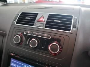 Volkswagen Touran 2.0 TDi Trendline DSG - Image 16