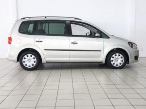 Volkswagen Touran 2.0 TDi Trendline DSG - Image 6