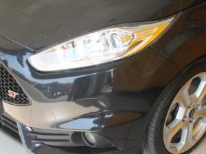 Ford Fiesta ST 1.6 Ecoboost Gdti - Image 9