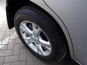 Toyota RAV4 2.0 VX auto - Image 8