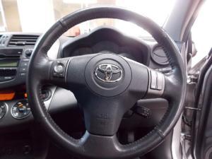 Toyota RAV4 2.0 VX auto - Image 4