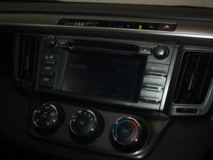 Toyota RAV4 2.0 GX - Image 12