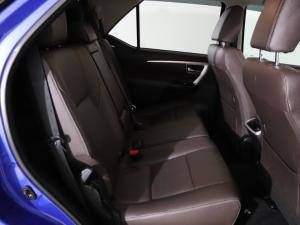 Toyota Fortuner 4.0 V6 4X4 automatic - Image 9