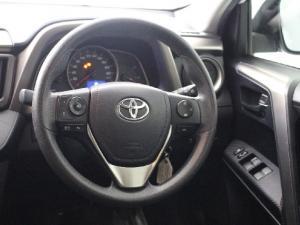 Toyota RAV4 2.2D-4D AWD GX - Image 9