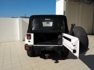 Jeep Wrangler Unlimited 3.6L Sahara - Image 4