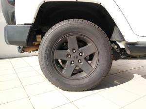 Jeep Wrangler Unlimited 3.6L Sahara - Image 9