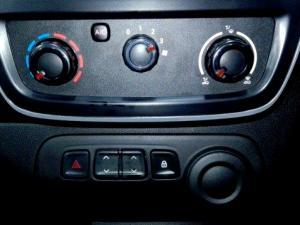 Renault Kwid 1.0 Expression 5-Door - Image 26