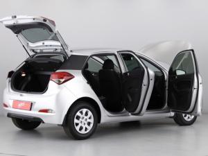 Hyundai i20 1.4 Motion auto - Image 11