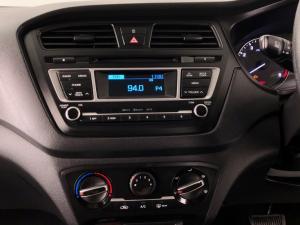 Hyundai i20 1.4 Motion auto - Image 18