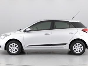 Hyundai i20 1.4 Motion auto - Image 2