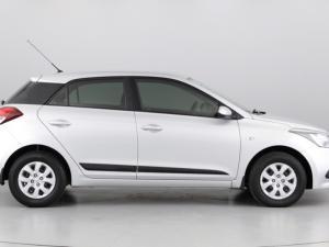 Hyundai i20 1.4 Motion auto - Image 6