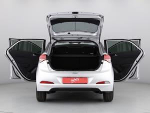 Hyundai i20 1.4 Motion auto - Image 8