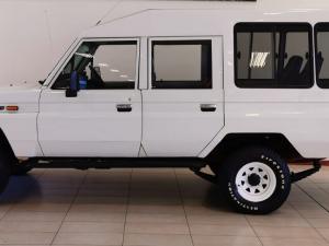 Toyota Land Cruiser PetrolS/C - Image 5