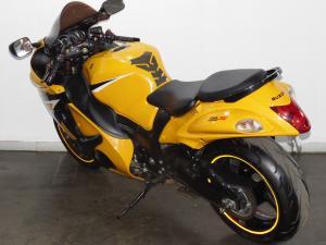 Suzuki GSX 1300R - Image 8