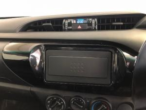 Toyota Hilux 2.0 (aircon) - Image 7