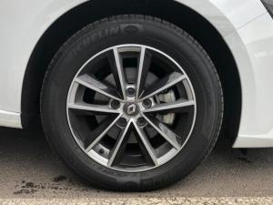 Renault Megane IV 1.2T Dynamique EDC - Image 6