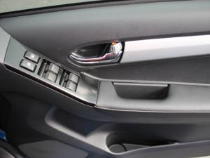 Isuzu D-MAX 300 LX 4X4 automatic D/C - Image 3