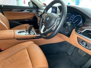 BMW 750i - Image 10