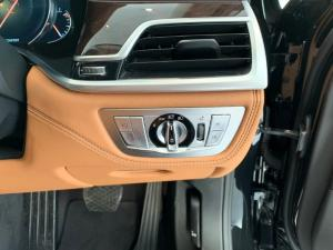 BMW 750i - Image 17