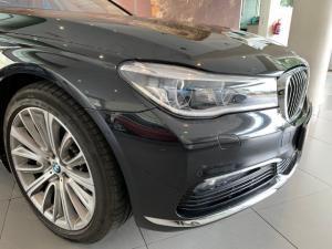 BMW 750i - Image 20