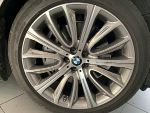 BMW 750i - Image 9