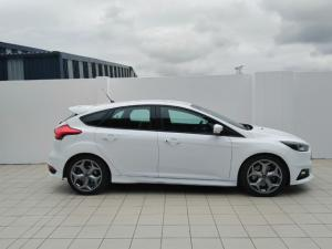 Ford Focus ST 1 - Image 2