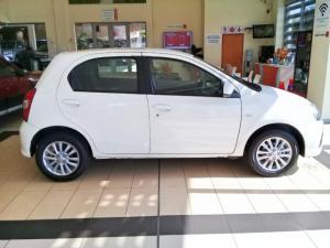 Toyota Etios hatch 1.5 Xs - Image 3