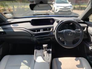 Lexus UX 250h SE - Image 18