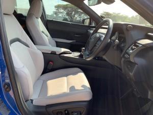 Lexus UX 250h SE - Image 9