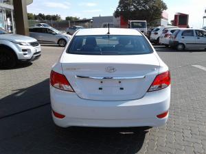 Hyundai Accent sedan 1.6 Glide auto - Image 5