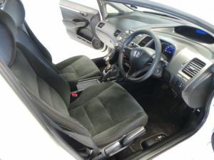 Honda Civic sedan 1.8 LXi - Image 10