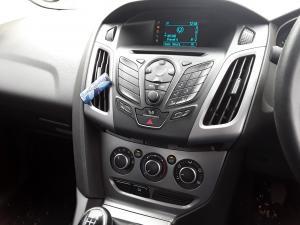 Ford Focus sedan 1.6 Trend - Image 11
