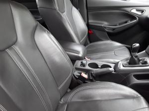 Ford Focus sedan 1.6 Trend - Image 13